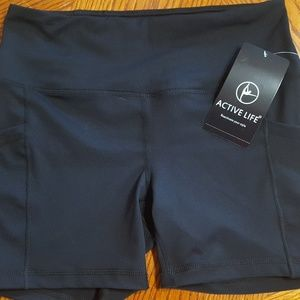 Active moisture wicking short